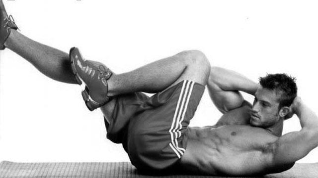 脇腹の筋トレ方法を紹介!トレーニング効果や3つの鍛え方を大公開